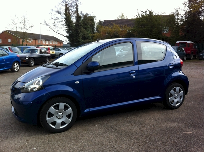 toyota aygo blue 5 dr sandbach f a donovan and son. Black Bedroom Furniture Sets. Home Design Ideas